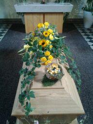 kistdekoration i gult